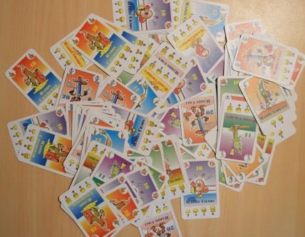 Pour un enfant de 8 ans, ça passe bien, mais je n'ai tout de même pas non plus dit de laisser les cartes dans les mains de John-Kevin, 2 ans et demi...